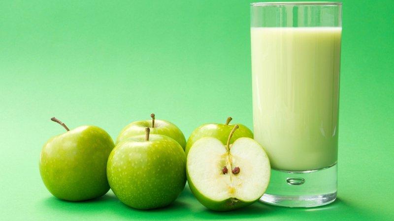 طريقة عمل عصير تفاح بالحليب