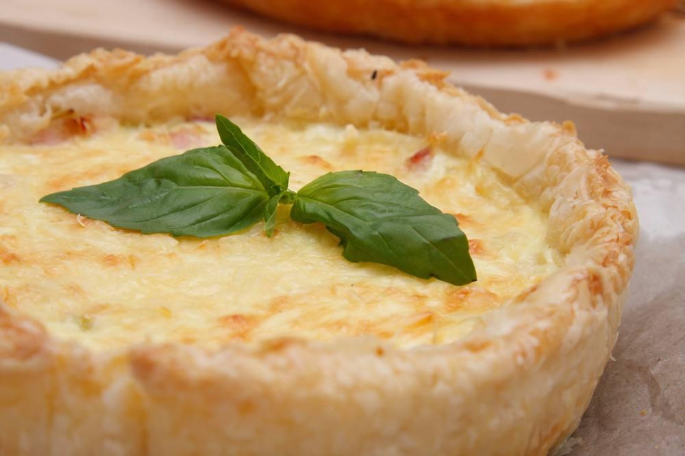 طريقة عمل فطيرة السجق بالجبن الكريمي
