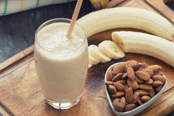 طريقة عمل سموثى الموز مع اللوز