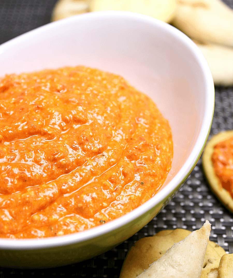 طريقة عمل تغميسة الجبنة الفيتا مع الفلفل الأحمر