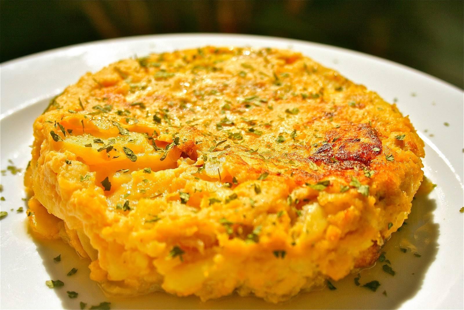 طريقة عمل تورتيا إسبانية بالبيض والبطاطس