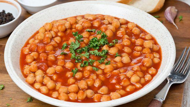طريقة عمل حمص مع صلصة الطماطم