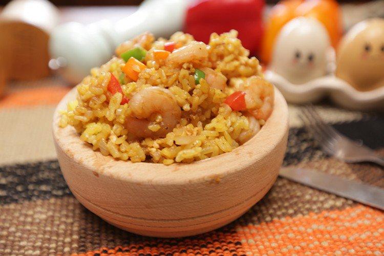 طريقة عمل الأرز المقلي بالروبيان