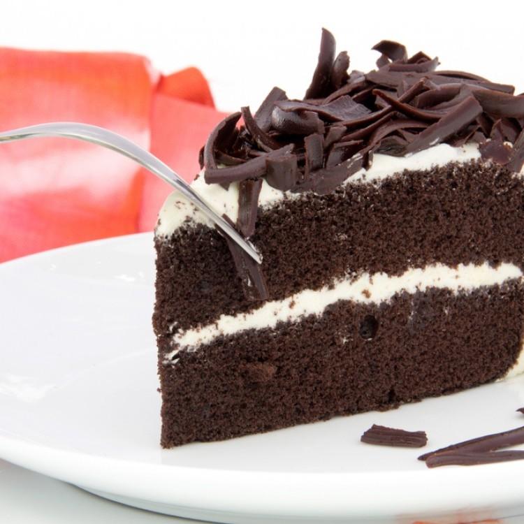 طريقة عمل كيكة الشوكولاتة المحشوة بالكريمة
