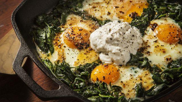 طريقة عمل بيض بالسبانخ