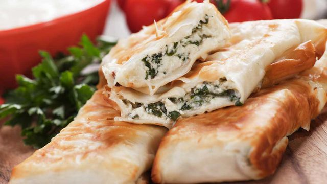 طريقة عمل برك بالجبنة والسبانخ