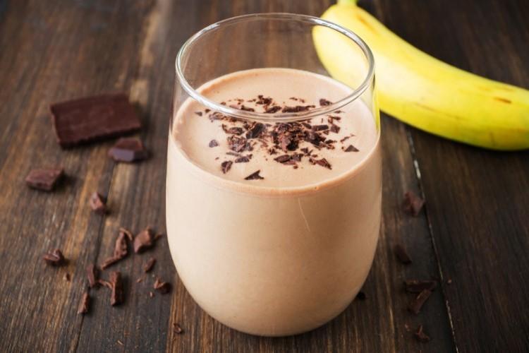 طريقة عمل سموذي الموز بالشوكولاتة